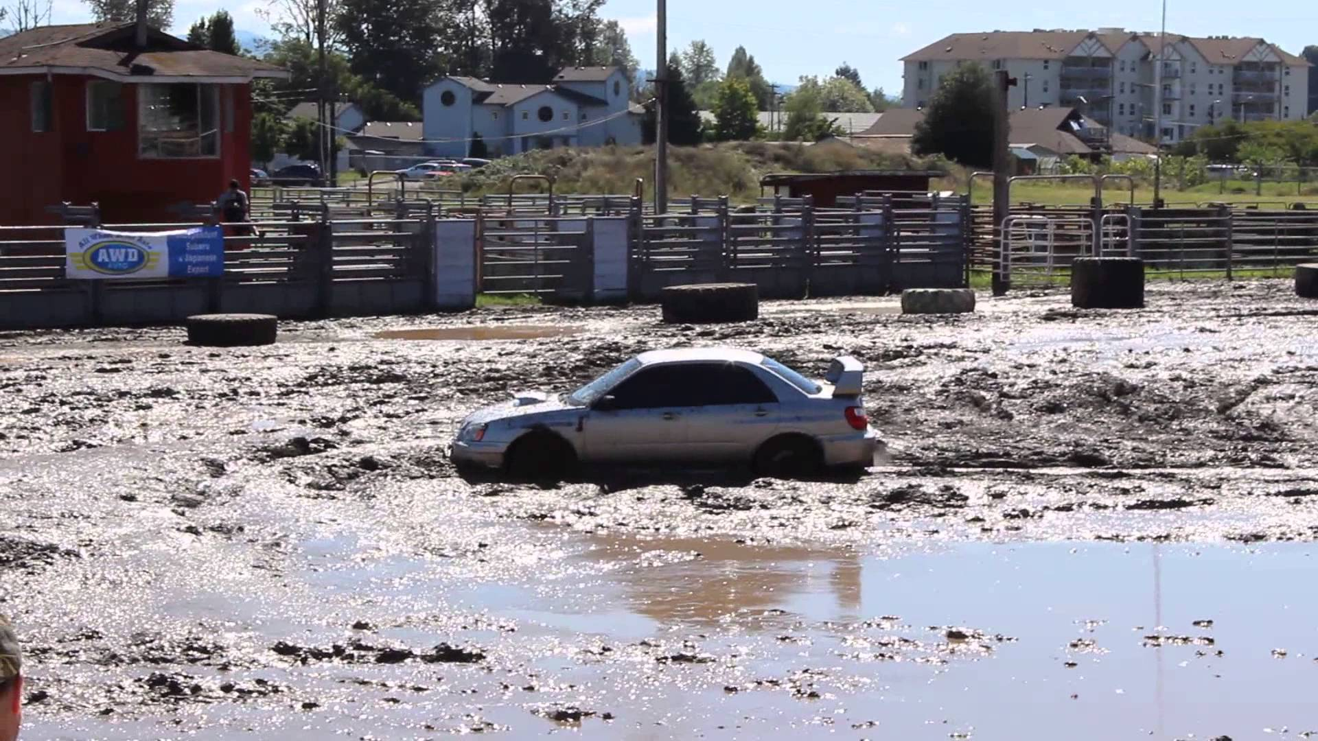 Subar Impreza WRX STI cīņa ar dubļiem. (Subaru Impreza WRX STI on mud pit)