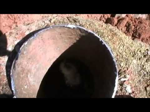VIDEO – Kaķēns iesprostots cementa masā. (Incredible Animal Rescue – Kitty Buried In Dry Concrete)