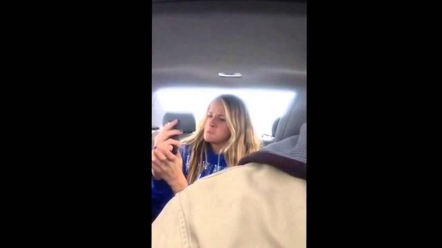 VIDEO – Kā selfiju taisītāji izskatās no malas!? (Catching a daughter doing selfies on video)