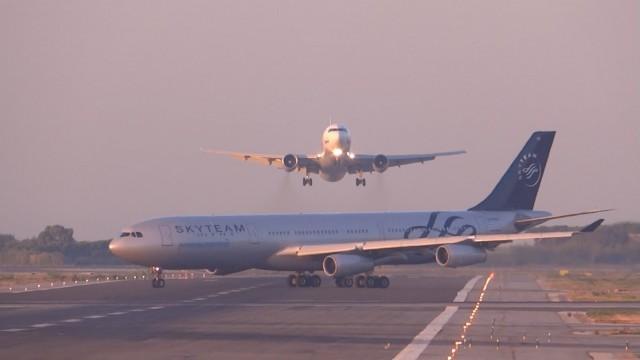 VIDEO – Līdz lidmašīnu katastrofai bija tikai pāris metri! (UTair Aviation 767-300 NEAR MISS? GO AROUND at Barcelona-El Prat)