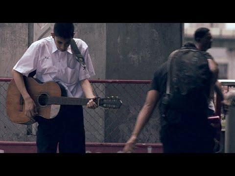 VIDEO – Viņu izsmēja…līdz brīdim. (Street Concert (Official HD) : Thai Life Insurance
