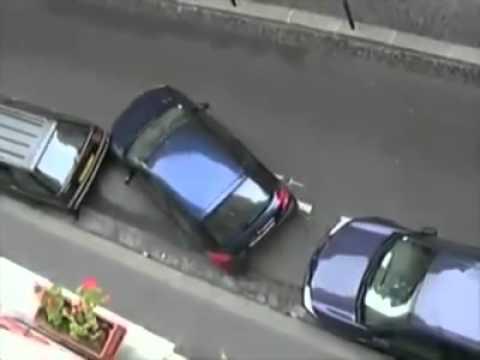 VIDEO – Kā franču meitenes novieto auto!? (French girl parking a car!)