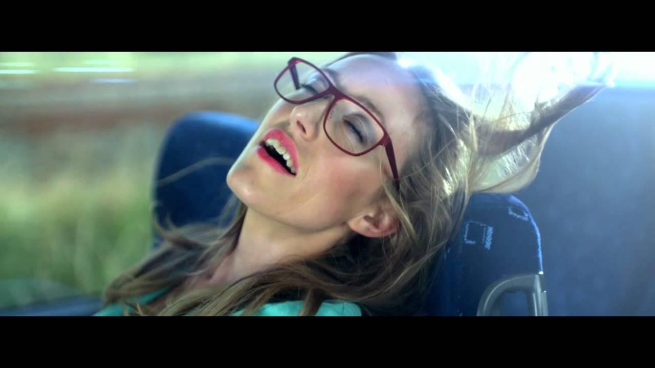 VIDEO – Kā vajadzētu reklamēt sabiedrisko autobusu!? (Epic Bus Commercial)