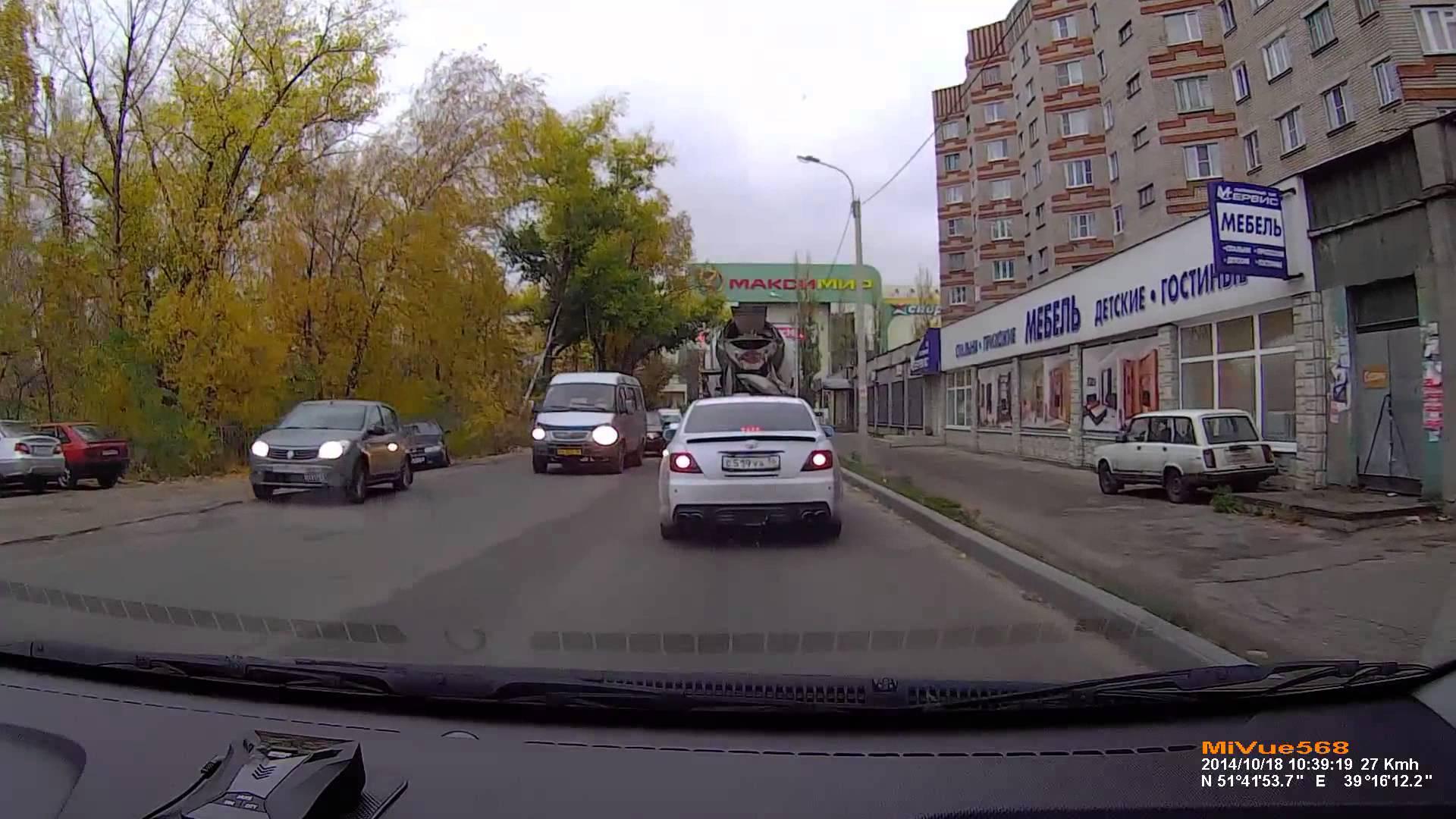 VIDEO – Tikmēr uz Krievijas ceļiem smagie gāžas bedrēs… (Meantime On Russia Roads)