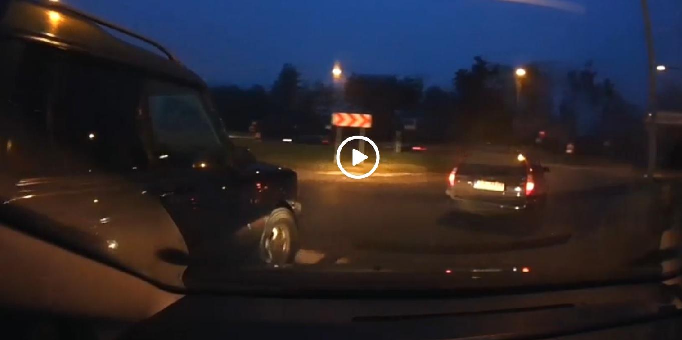 VIDEO – Šokējoši! Džips Rīgas ielās ar asiem manevriem mēģina apstādināt citu auto!