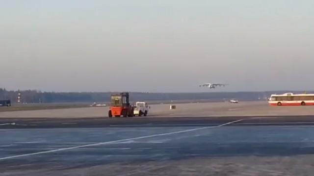 VIDEO – Rīgas lidostā atkal piezemējas pasaulē lielākā lidmašīna Antonov An-225 Mriya. (Antonov An-225 Mriya landing ir Riga airport)