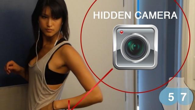 VIDEO – Kas notiek, kad meitene pie dibena piestiprina slēpto kameru!? (Hidden Camera Teaches Guys an Important Health Lesson)