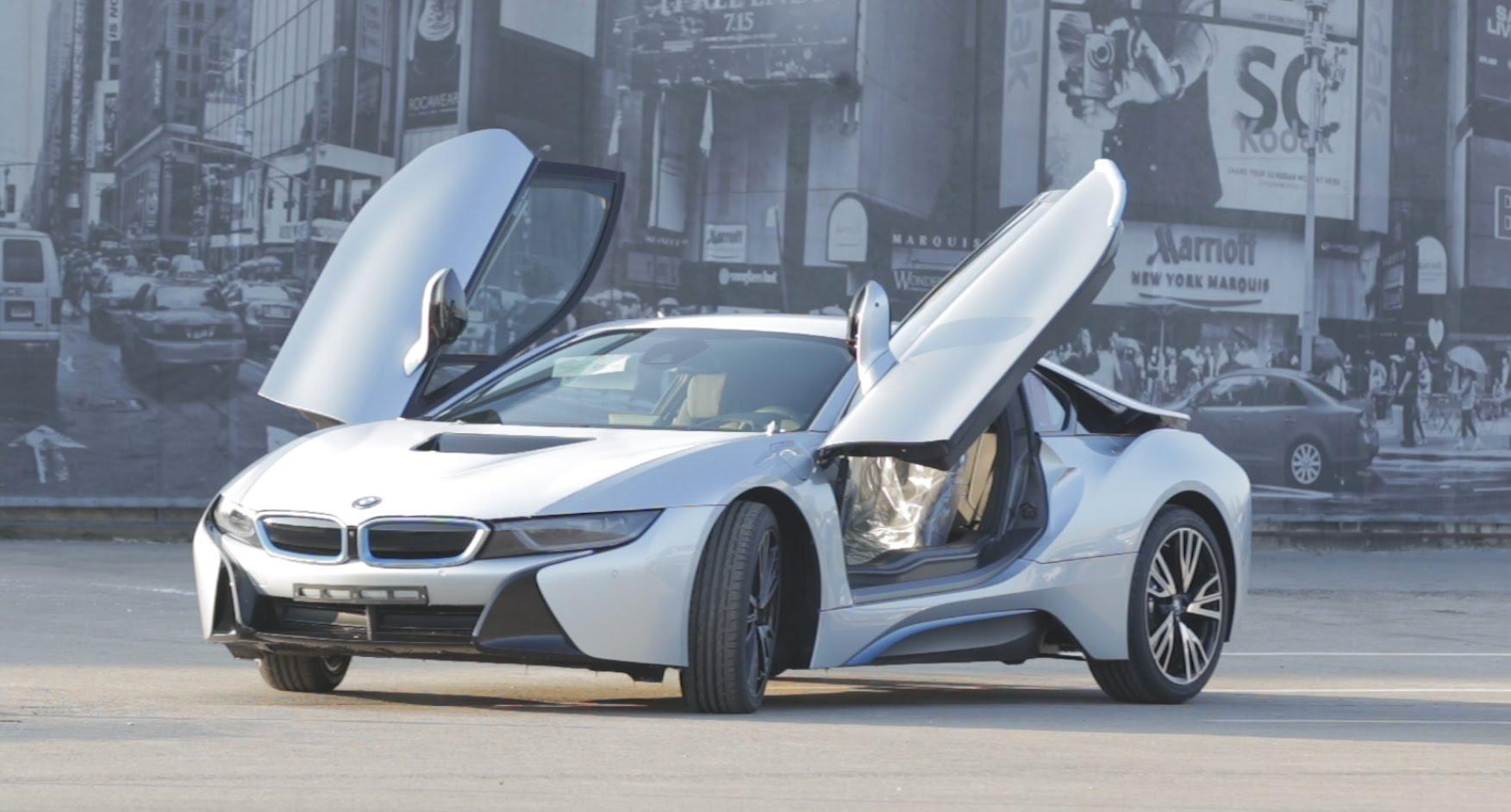 VIDEO: Latvijā ierodas jaunais BMW hibrīds i8! (BMW hybrid i8 travels to Latvia!)