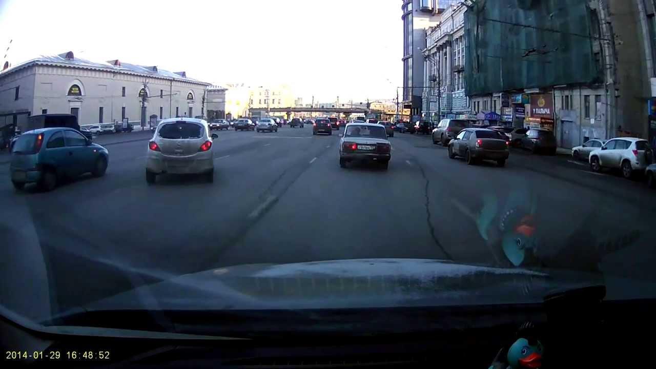 VIDEO: Maskavā sieviete ar automašīnu Opel veic fantastisku manevru! (Crazy drifting in Moscow center!)