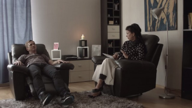 VIDEO: Jānis Skutelis apciemo psihoterapeiti Ainu Poišu.