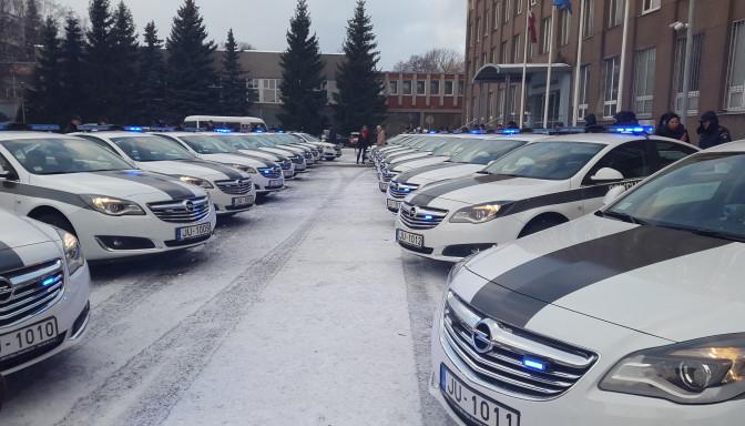 VIDEO: Kā izskatās un uz ko ir spējīgi jaunie policijas auto? (Latvian New Police Cars)