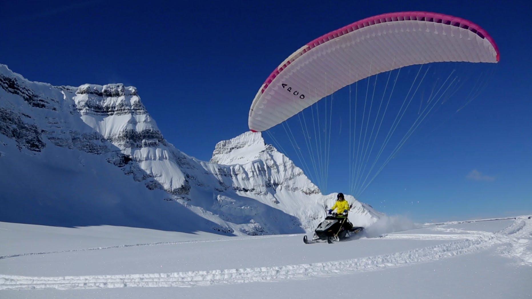 VIDEO: Lidojums ar sniega motociklu. (The Flying Snowmobile)