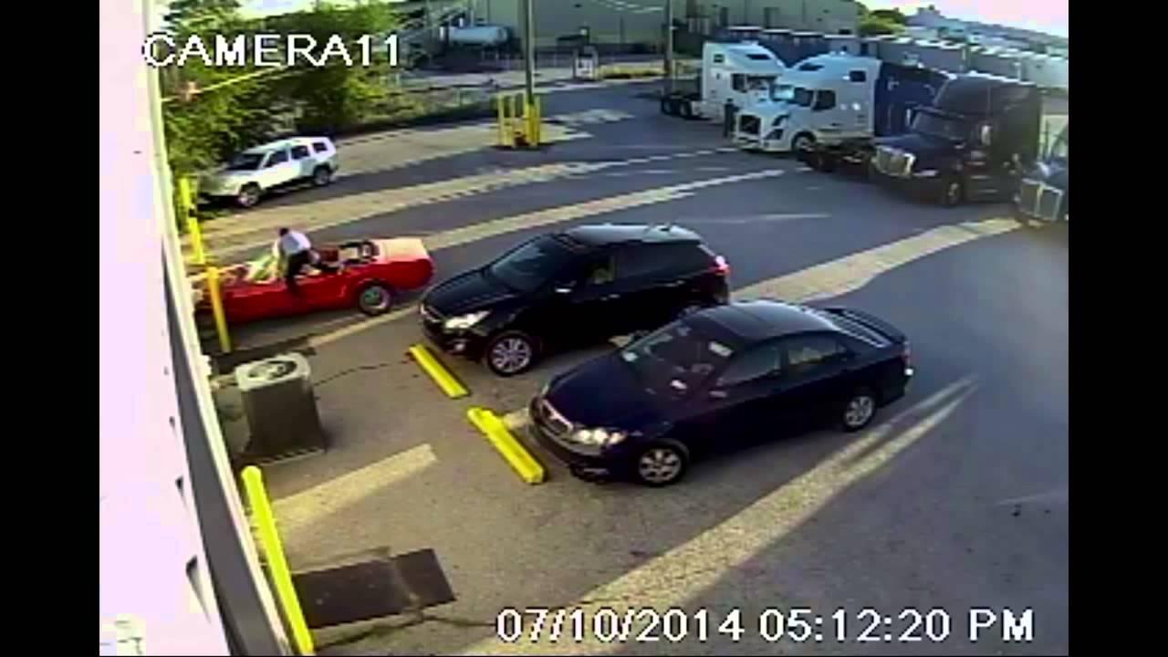 """VIDEO: Autoservisa """"zibenszellis"""" izglābj automašīnu! (Mustang Save!)"""