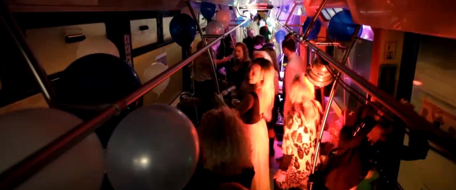 VIDEO: Rīgā tramvajā notikusi vērienīga ballīte! (Party in tram!)