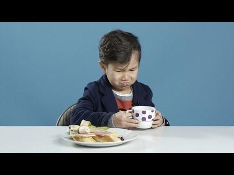 VIDEO: Amerikāņu bērni ēd citu valstu brokastis. (American Kids Try Breakfasts From Around the World)