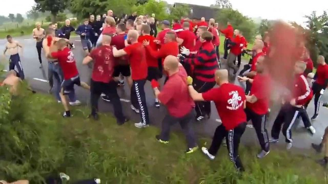 VIDEO: Bez iemesla kautiņš starp Dānijas un Zviedrijas vīriem. (Huge Brawl between Denmark and Sweden)