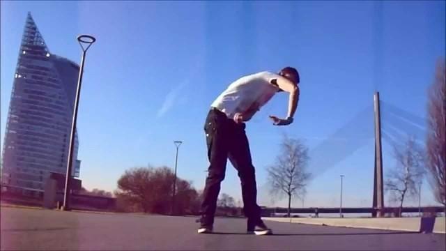 VIDEO: Latvietis izpilda robotdeju. (Robot dance Latvia)