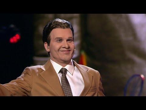 """VIDEO: Super! Kā Intars Busulis pārtapa par """"Misteru Trololo""""? (Точь-в-точь. Интарс Бусулис. Эдуард Хиль – """"Человек из дома вышел"""")"""