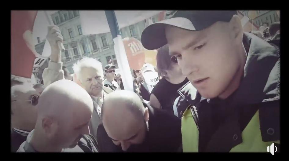 VIDEO: Publicēts jauns video par bēdīgi slaveno krievu valodas mītiņu! Policijas rīcība šokē!