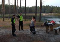Kristīnes stāsts: Garkalnes pašvaldības policija draud sodīt brīvprātīgos atkritumu savācējus