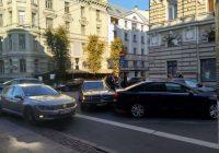 Artuss Kaimiņš iekļuvis auto negadījumā