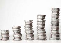 13. Saeimas deputātu pirmās algas summas no 1416 līdz 2529 eiro
