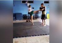 FOTO: MMA cīkstone piekauj vīrieti, kurš pašapmierinājies pludmalē viņas fotosesijas laikā