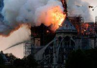 TIEŠRAIDE: Uguns liesmas posta Parīzes Dievmātes katedrāli