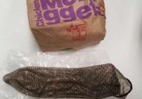 McDonald's atvainojas pēc tam, kad divgadīgs mazulis atrod restorāna zālē izlietotu prezervatīvu un iebāž to mutē