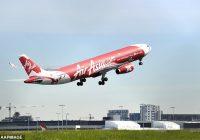 """Divus mēnešus veca meitenīte nomirst bijušās medmāsas rokās """"AirAsia"""" lidojuma laikā"""