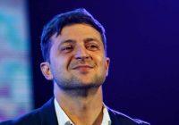 Zelenskis tikko pēc inaugurācijas steidz pildīt prezidenta darbu un atlaiž Ukrainas parlamentu