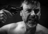 Kādā Zolitūdes kafejnīcā, visu cilvēku acu priekšā, vīrietis izdara pašnāvību nošaujoties