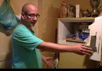 VIDEO: Vīrietis mistiskā kastē saldētavā atrod labi saglabājušos zīdaiņa ķermeni, kuru māte glabājusi 50 gadus