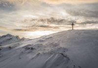 """VIDEO: """"Šis posms ir bīstams,"""" alpīnists iemūžina pēdējos dzīves kadrus pēc uzrāpšanās Fudzi virsotnē"""