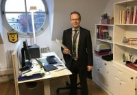 """Zviedrijas deputātiem nav ne asistentu, ne automašīnu, un pat ne dāsnu pensiju: kā dzīvo """"nabadzīgie"""" tautas kalpi"""