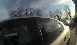Māte Pārdaugavā atstāj zīdaini automašīnā un pati dodas iepirkties